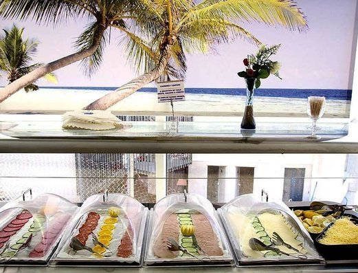 BUFFET DEL RESTAURANTE Apartamentos Benidorm Celebrations™ Pool Party Resort (Adults Only)