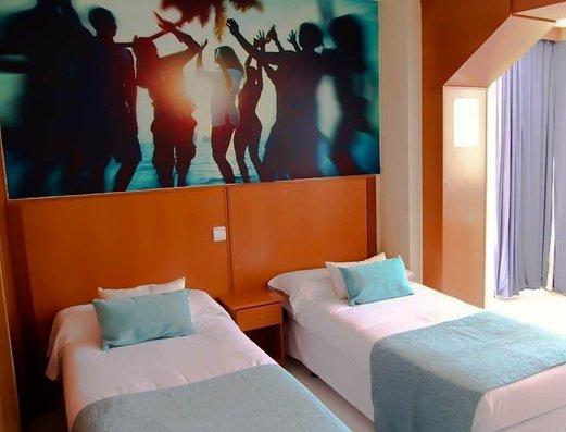 квартира Apartamentos Benidorm Celebrations™ Pool Party Resort (Adults Only)