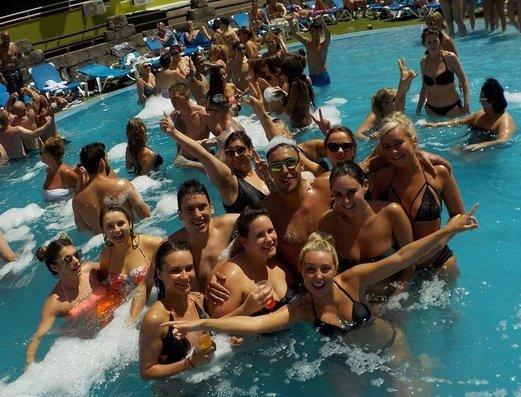 Открытый бассейн Apartamentos Benidorm Celebrations™ Pool Party Resort (Adults Only)