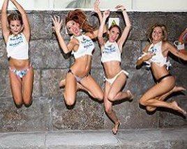 Бассейн Стороны, ди-джеи и Гогос Apartamentos Benidorm Celebrations™ Pool Party Resort (Adults Only)