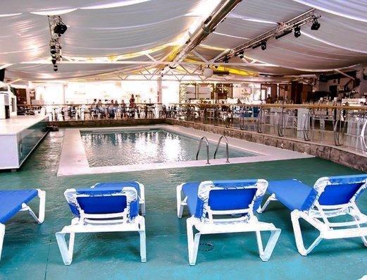 PISCINA INTERIOR Apartamentos Benidorm Celebrations™ Pool Party Resort (Adults Only)